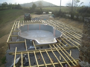 Joists almost completed. The shape of the pool adds some complexity to the layout