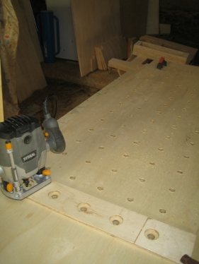 Two tops are clamped together