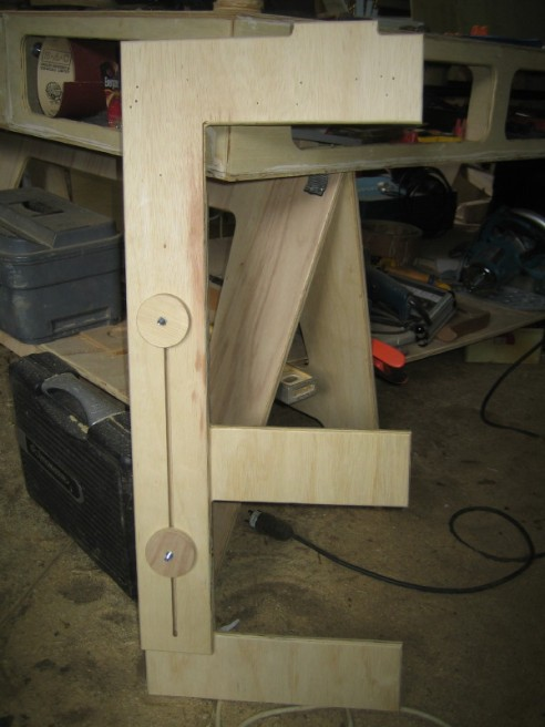 Here is one of the support legs for the extension arms. It is adjustable to level the arms.