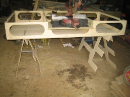 Saw mount from the front. It is held in place by a dado (slot) cut in the front of the base mount.