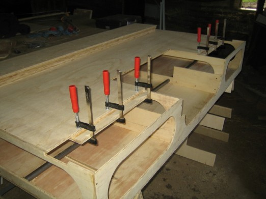 Glueing supports under the bench top.